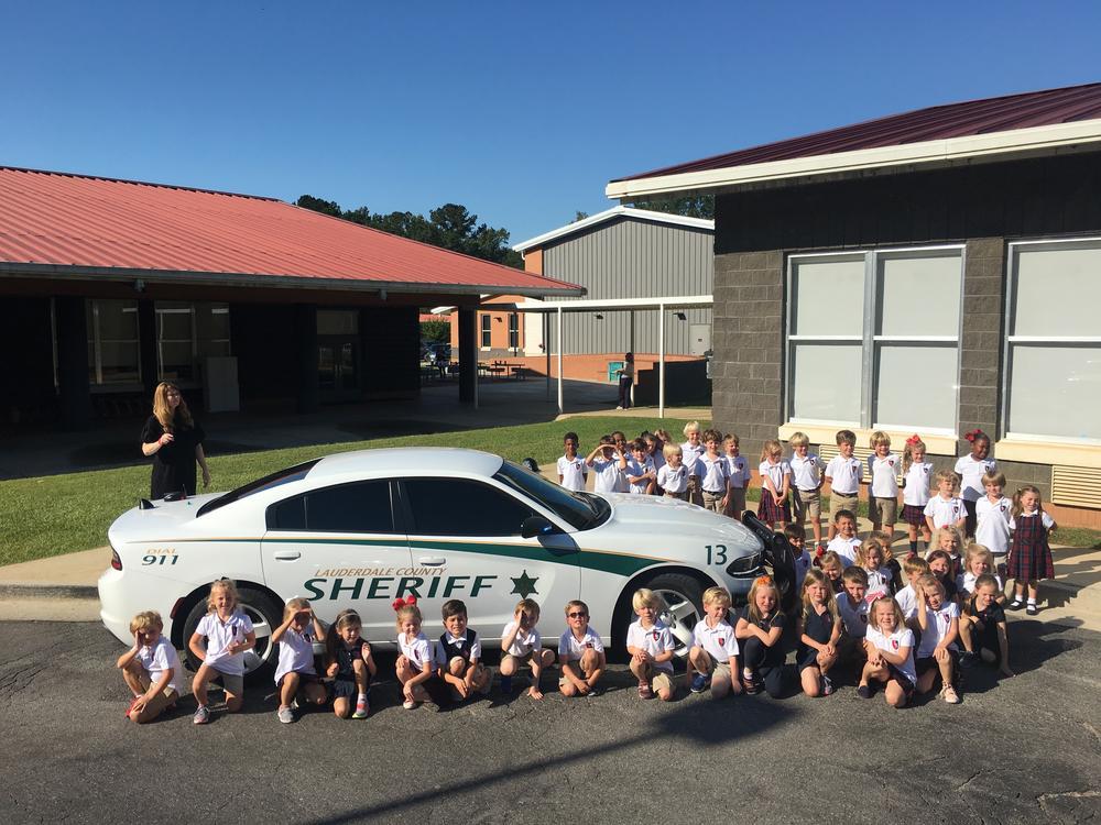 Deputy Dylan Peden Visits Lamar School Kindergarten Class